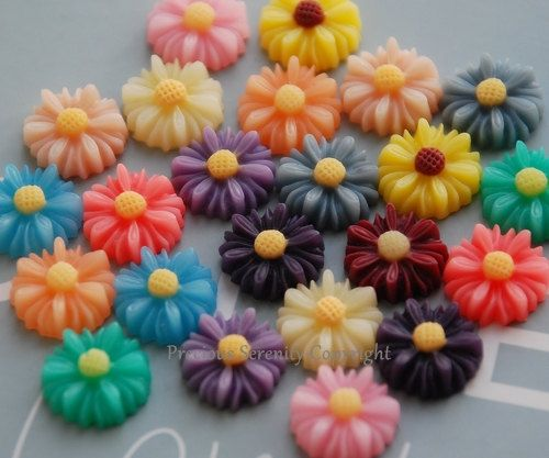 12 pcs 13mm Resin Flower Daisy Cameo Cabochon by PreciousSerenity, £1.69