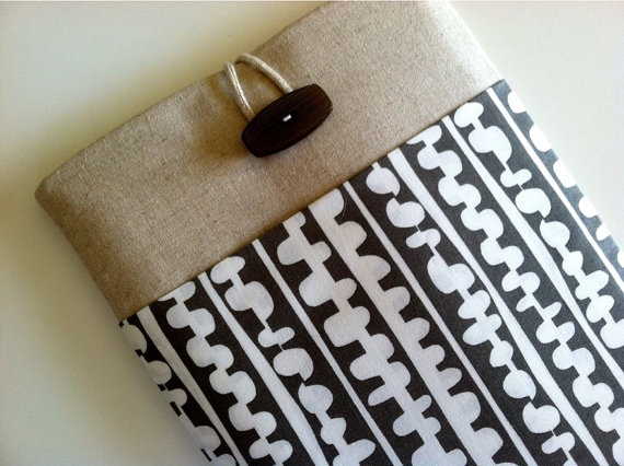 Love this iPad case! Fits wonderfully & I love the ease of ease of taking it in & out for picture taking! Great front pocket too! via Berties Closet on Etsy