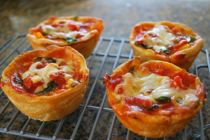 Mini Deep Dish Pizzas | Zak Designs Mealtime Blog