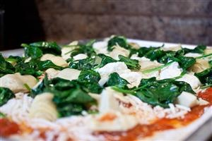 Spinach, artichoke, ricotta pizza | Looks Yummy! | Pinterest