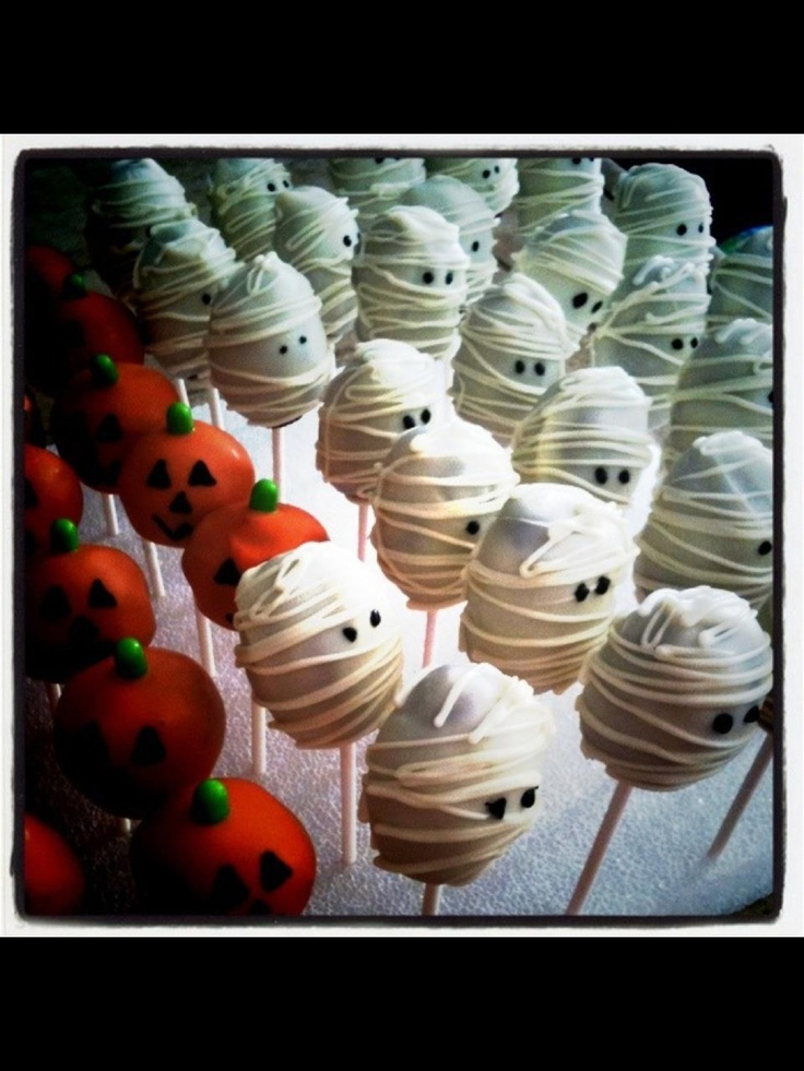 Halloween cake pops...or chocolate covered Oreos on a stick.