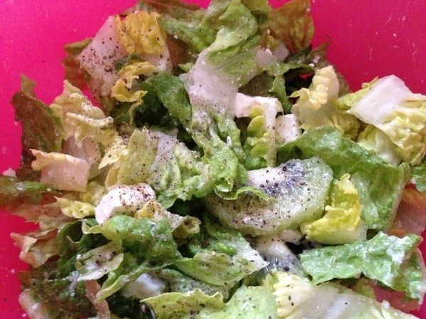 Green salad with feta cheese and kiwi. Seasoned with a little apple ...