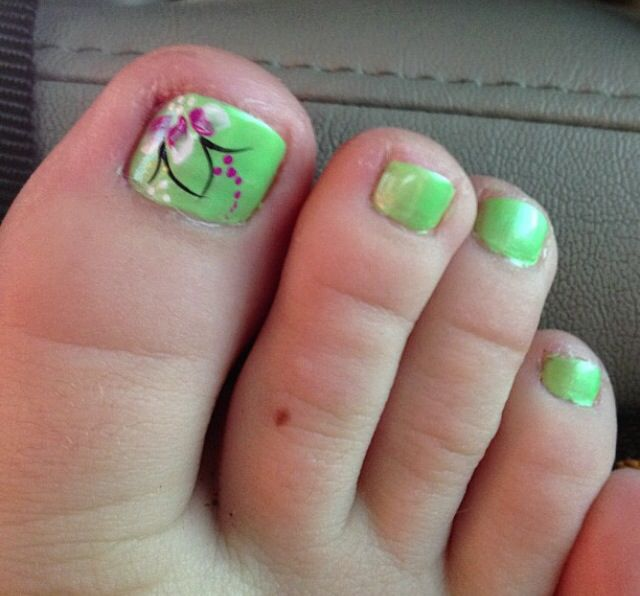 Green flower toes | Nail art | Pinterest