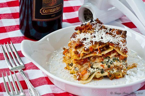 Three Cheese Lasagna! this looks yummy!