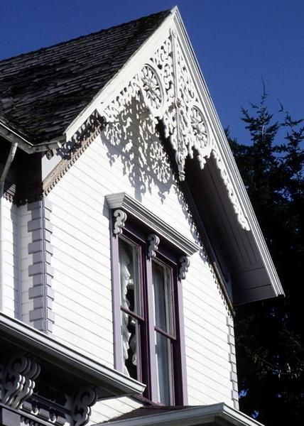 How to decorate victorian houses with gingerbread trim for Victorian house trim