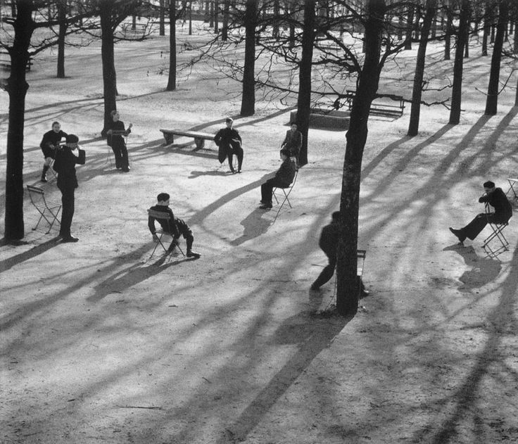 André Kertész, Tulieres gardens, Paris, 1928.