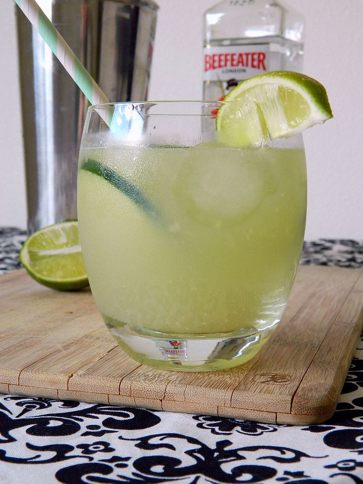 Cucumber Ginger Fizz Cocktail | Adult Beverage | Pinterest