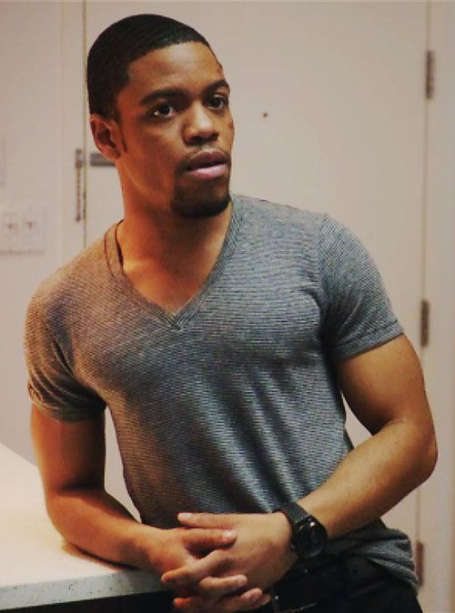 Jon Michael Hill as Detective Marcus Bell, Elementary 01x16.