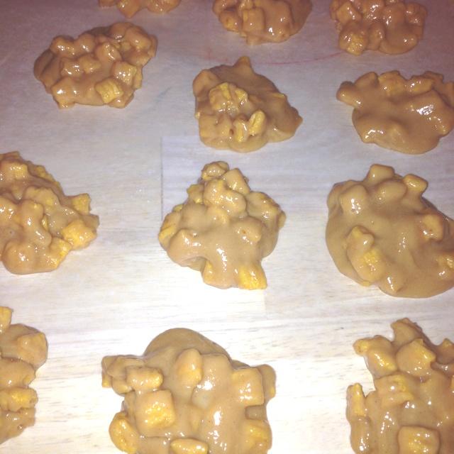 Peanut butter Cap'n Crunch cookies no bake