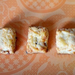 Bite-Size Bacon and Gruyere Scones | pão | Pinterest