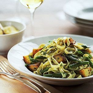 Pasta with Green Beans, Potatoes, and Pesto... I made this for dinner ...