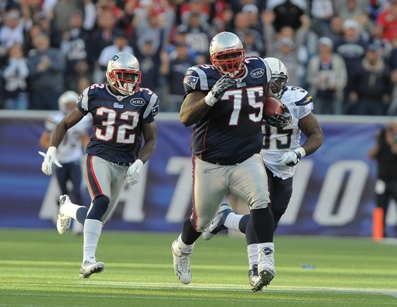 the loaf of bread carry by vince wilfork | Patriots | Pinterest