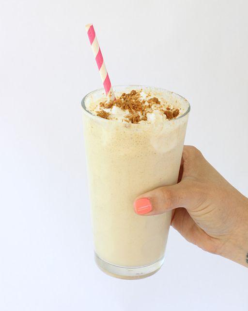 Biscoff Milkshake. Creamy & crunchy texture = the perfect combination.