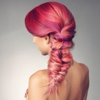 WANT. I want to do this to my hair. Ahh!