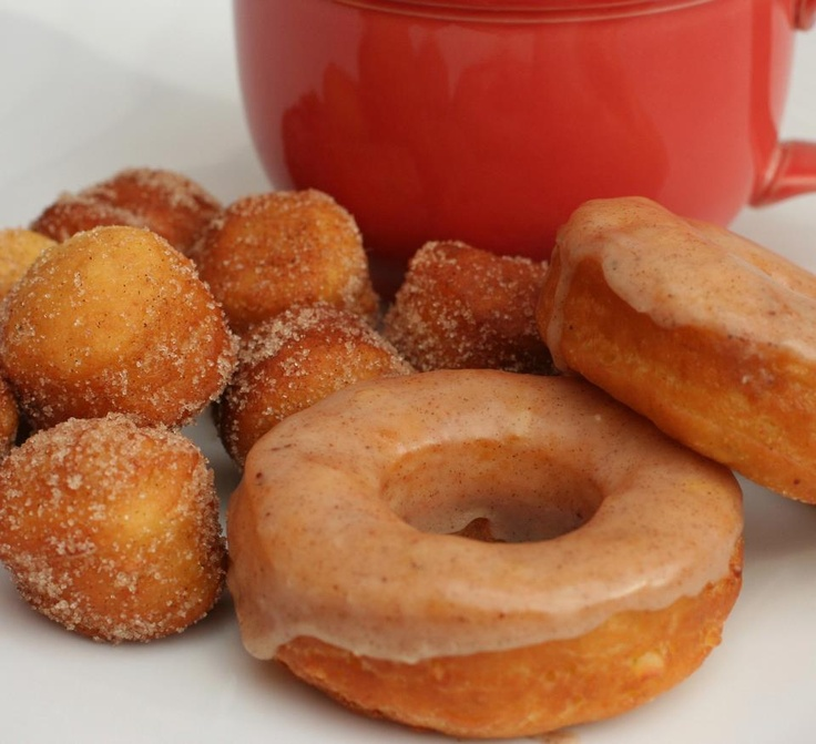 Vegan Apple Pumpkin Spice Donuts. Making my mouth water...