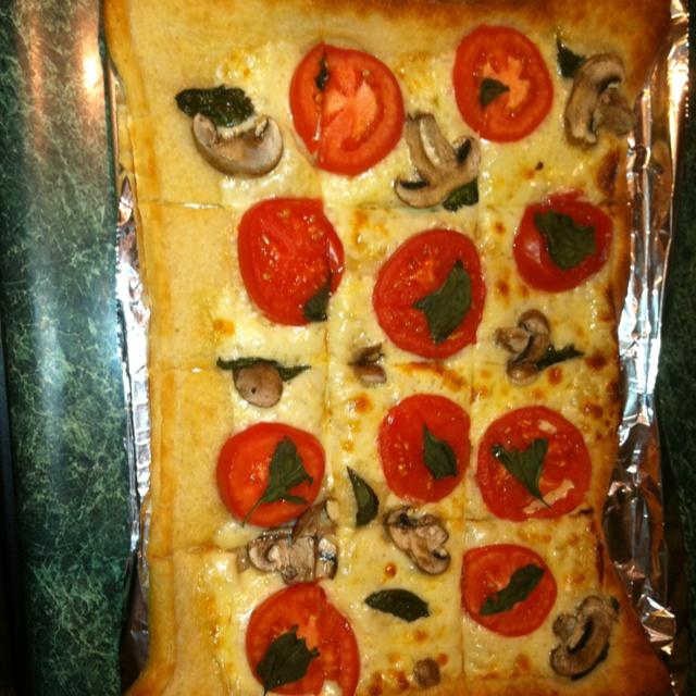 , basil, tomato, and mushroom flatbread. I used Pillsbury pizza ...