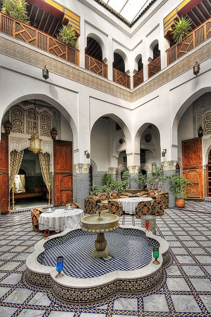Moroccan style courtyard architecture pinterest for Moroccan style homes
