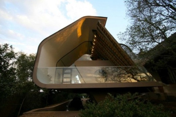 ... Architecture-of-Curved-Extension-Of-A-Traditional-House-Exterior-View1