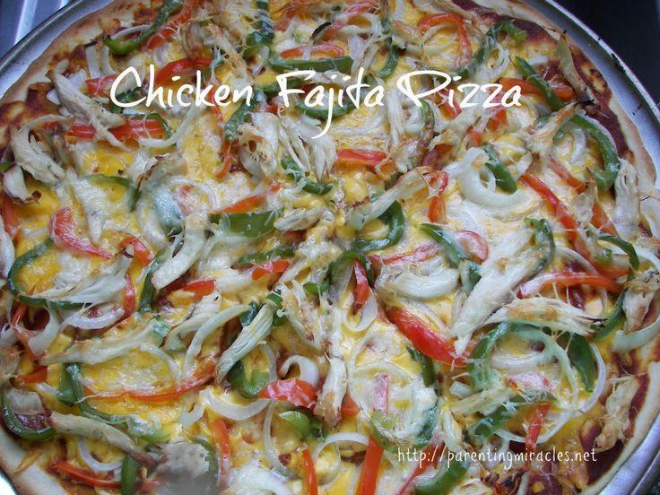 Chicken Fajita Pizza - This looks SO delicious!