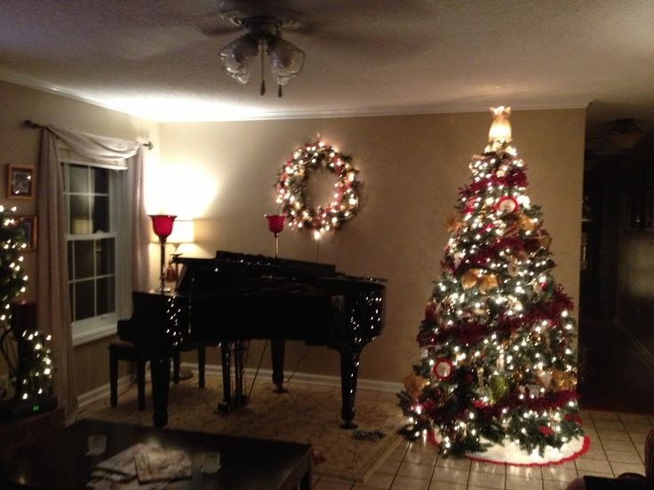Decorating Ideas > Everything Can Be Decorate During The Christmas Season  ~ 062026_Christmas Decoration Ideas Piano