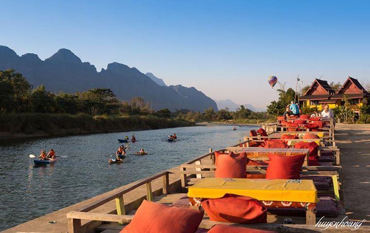 Nhà hàng bên sông gần Saysong Guest House