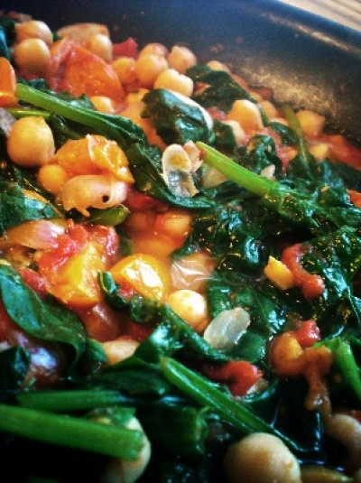 Chickpeas with tomato and spinach | Soup & salad | Pinterest