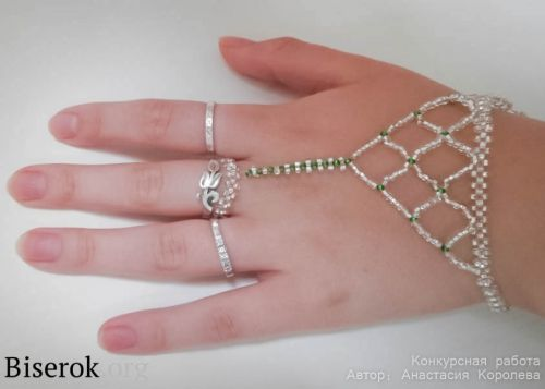 11 best images about Seed Beads Necklaces on Pinterest Beaded earrings, Right angle weave and Heart necklaces