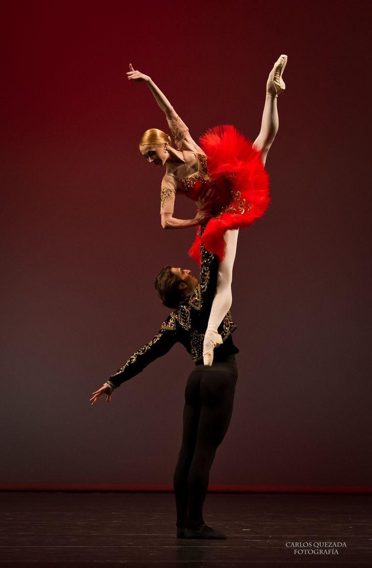 "Iana Salenko and Dinu Tamazlacaru (Staatsballet Berlin Principals) / ""Don Quixote"" / Elisa Carrillo & Friends,México, Ballet Gala / Photographer Carlos Quezada"