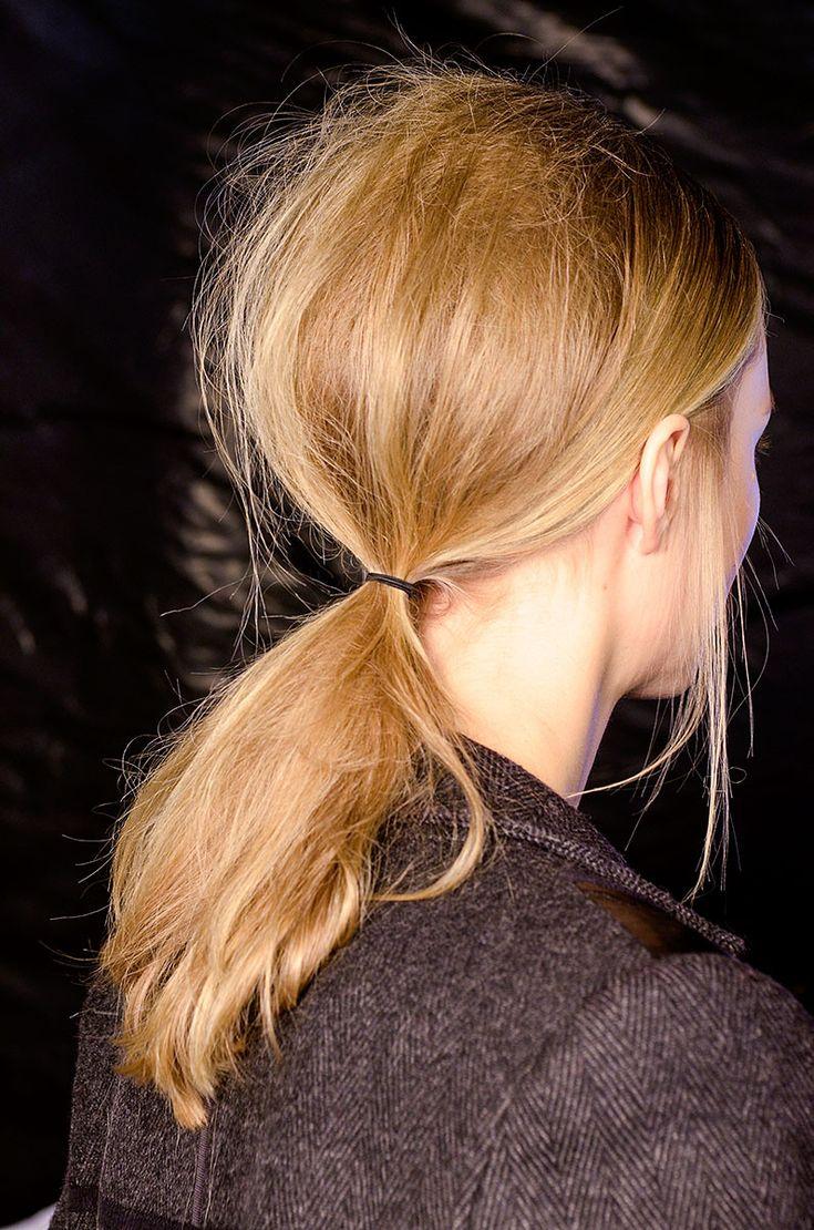 Tendencias en peinados belleza coleta baja - Maison Rabih Kayrouz