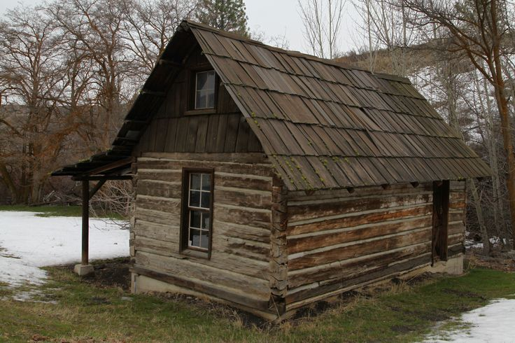 Old log cabin colonial frontier houses cabins for Colonial log homes
