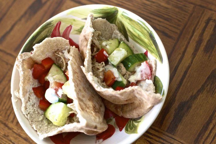 Slow Cooker Greek Chicken Pita Pockets | The Johnson's Journey