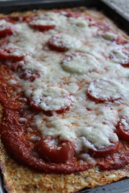 cauliflower-crust pizza. | Yummy | Pinterest