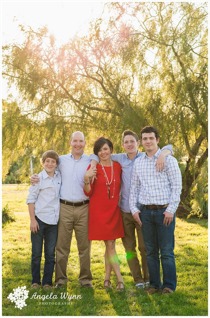 Adult family portraits family portrait ideas family for Family of 3 picture ideas