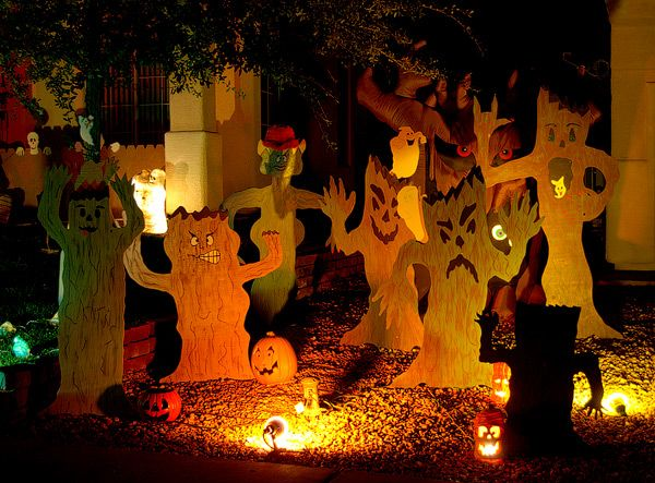 Haunted forest lawn all hallow 39 s eve pinterest for Haunted woods ideas