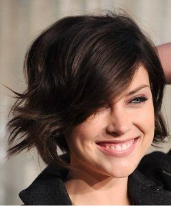 Short+haircuts+are+popular+this+season.+If+you+are+considering+cutting+your+hair+short+and+you+want+a+modern+short,+straight+haircut,+then+take...