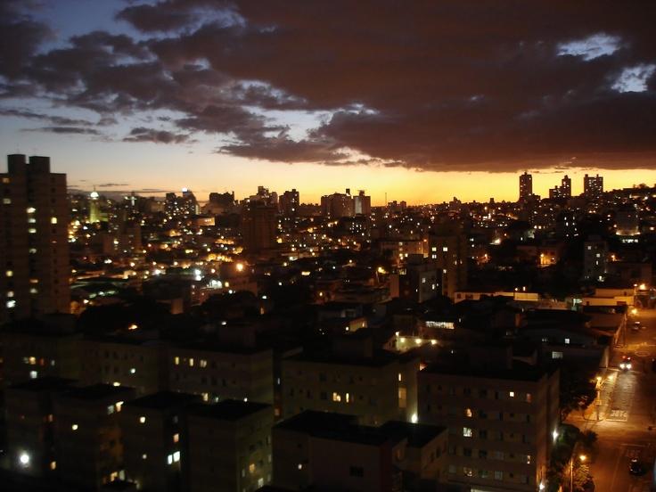 Uma bela foto do início da noite em BH