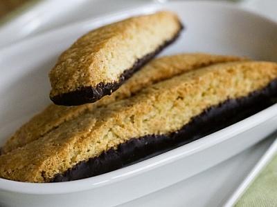 biscotti recipe - chocolate dipped almond orange biscotti