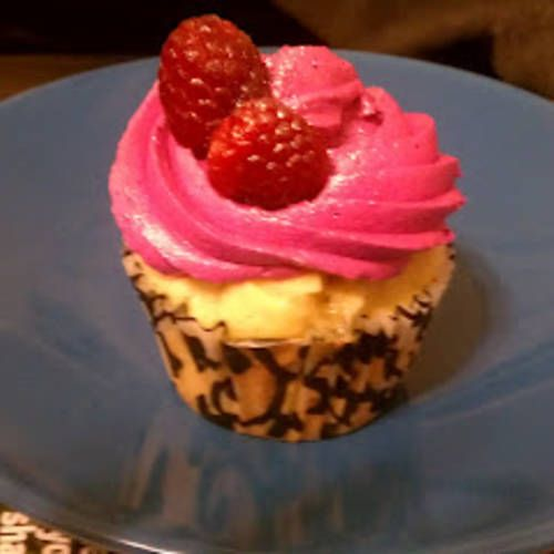 Champagne & Chambord Cupcakes | Food | Pinterest