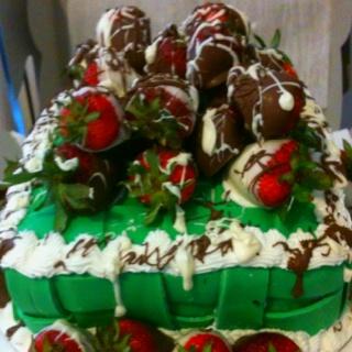 Strawberry basket cake | Designer Cakes by Nea | Pinterest