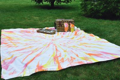 fabric spray paint tie dye method much quicker and less messy than. Black Bedroom Furniture Sets. Home Design Ideas