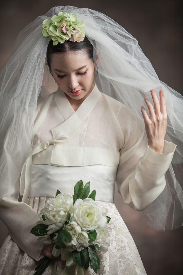 Wedding hanbok stuff i love pinterest for Hanbok wedding dress