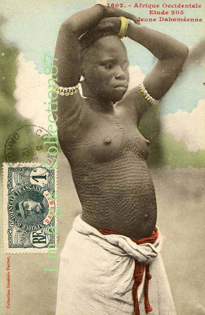 Africa | Young girl.  Dahomey || Scanned old postcard