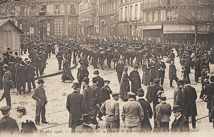 Barrage établi sur la place de la République, à l'ange de la rue Beaurepaire, le 1er mai 1906.