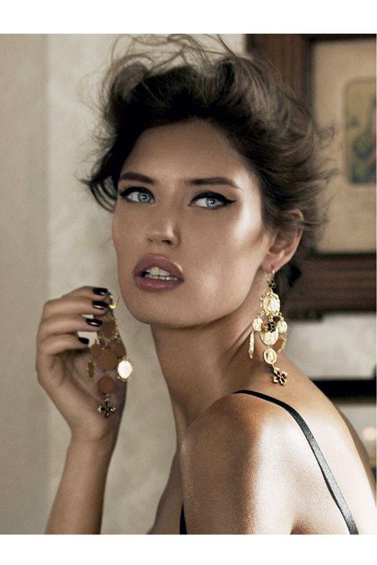 Bianca Balti,Vogue Paris - Décembre / Janvier 2012                                                                                                       Crédit: Giampaolo Sgura