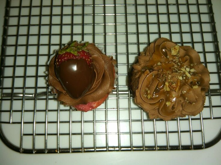 Chocolate covered strawberry, turtle cupcakes | My new Cake Shop ...