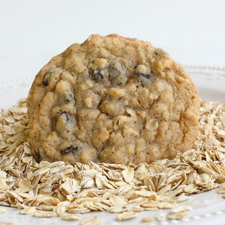 Chewy Oatmeal Raisin Cookies | The Girl Who Ate Everything, @ Kristin ...