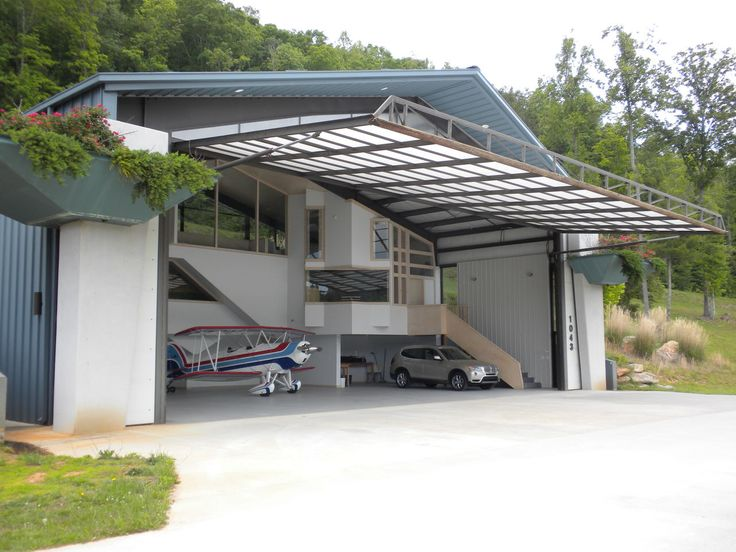 Your home in a hangar perfect garages and hangar for Hangar home plans