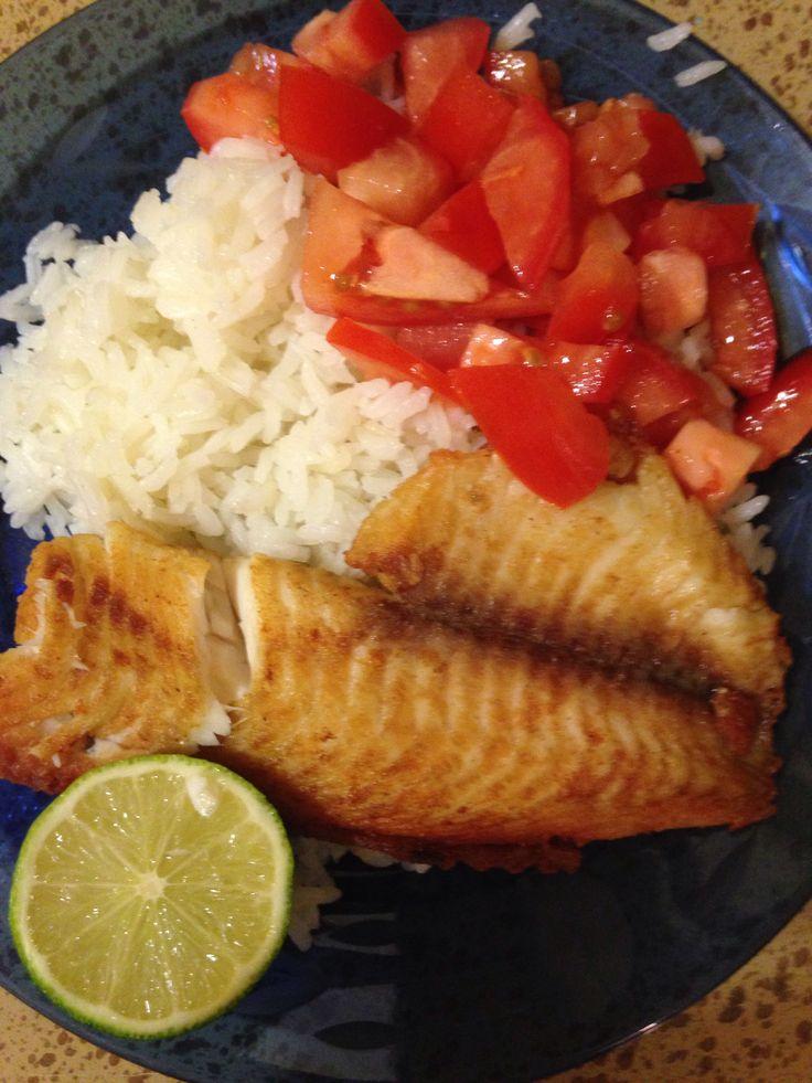 Tilapia con arroz y ensalada de tomate | Comidas | Pinterest