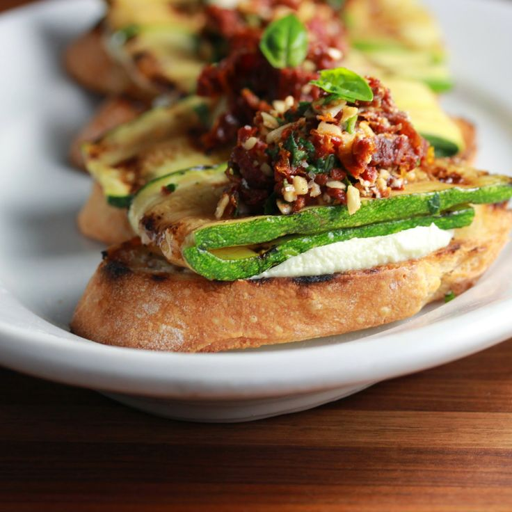: These zucchini crostinis with sundried tomatoes and goat cheese ...