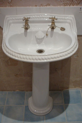 Seashell Pedestal Sink : ROPE EFFECT/SEASHELL TRADITIONAL STYLE BATHROOM SINK AND TOILET